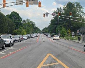 Central, reversable bus lane
